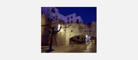 Img 1: HISTORICAL AND ARTISTICAL TOUR OF THE CITY
