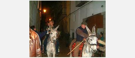 Img 1: Cinctorres celebra Sant Antoni con su tradicional arrastre de las encinas