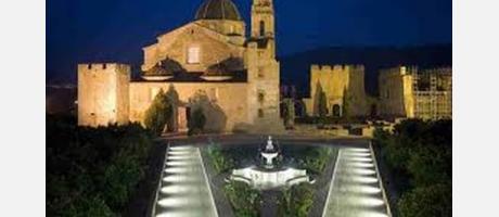 Vista panorámica noctucna del Real Monasterio de Santa María de la Valldigna
