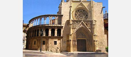 Vista de la Catedral de Valencia y de la Puerta de los Apóstoles