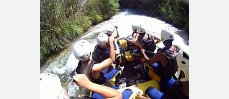 haciendo rafting por el Cabriel