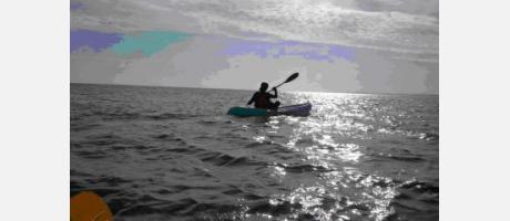 kayak de mar desde la ciudad de Valencia