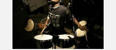 imagen de Kuani Mensah en concierto