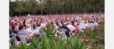 Público asistente al concierto en los jardines