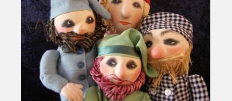 Cuatro marionetas