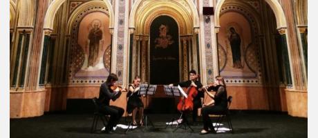 Imagen de los músicos tocando en la Sala Alfonso el Magnánimo