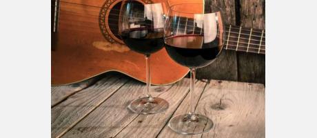 Guitarra y copas