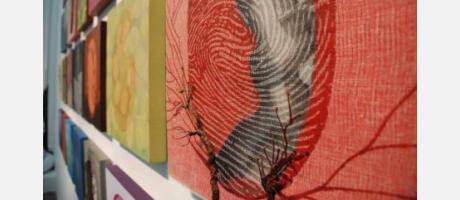 imágen de la exposición ecos y huellas de Victoria Cano