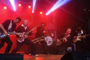 Dani Nelo, los Saxofonistas salvajes