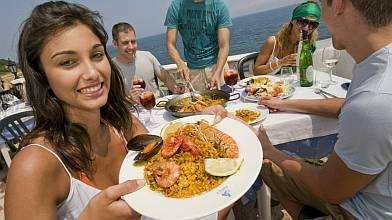 Disfrutando de una paella de marisco en la Comunitat Valenciana