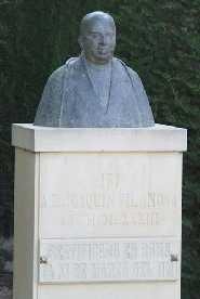 Img 1: MONUMENT A D. JOAQUIN VILANOVA CAMALLONGA