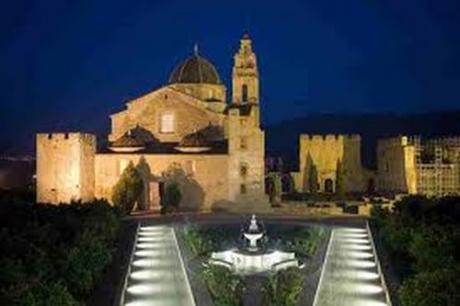 Dulce Visita Temática en el Real Monasterio de Santa María de la Valldigna en Simat de la Valldigna de Valencia