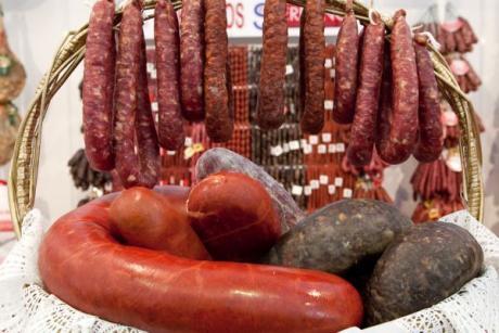 Wurstwaren aus Requena stehen zum Genuss bereit