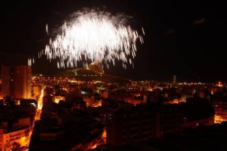 Sant Joan Freudenfeuer: Alicante startet ins Feuerfest