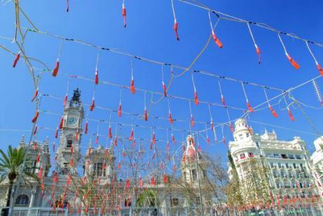 Las Fallas visten de fiesta a Valencia