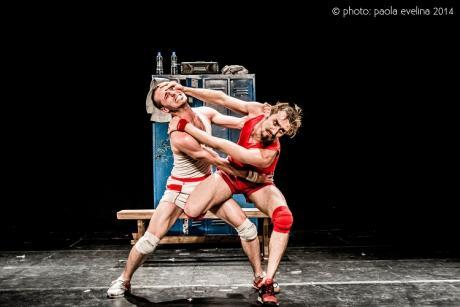 Teatro: Un poyo rojo