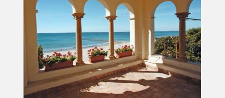 Villa junto al mar